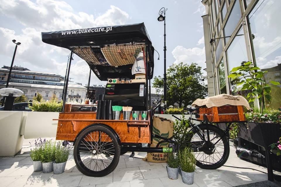 bike cafe, cyclists, city